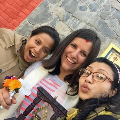 Dr. Sarah Mavi mit Shova und Deena